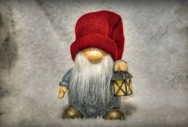 Как связать зимнюю шапку с объемными косами