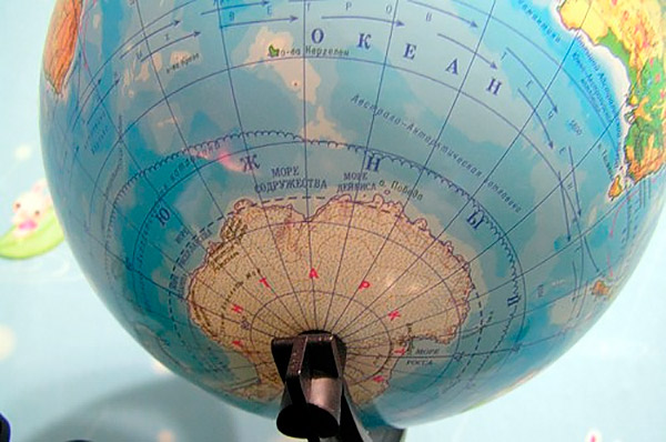 северно ледовитый океан на глобусе фото
